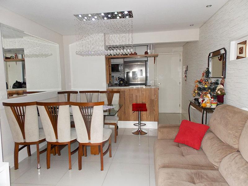 Sacomã, Apartamento Padrão-Sala em L com piso de porcelanato, teto com sanca, iluminação embutida e acesso a varanda gourmet.