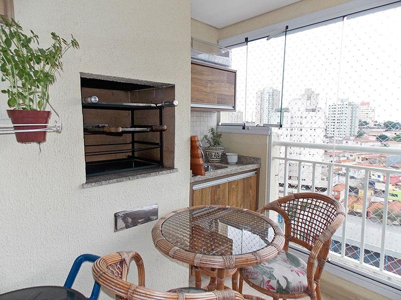 Sacomã, Apartamento Padrão-Varanda gourmet com piso de porcelanato, teto com sanca, gabinete, pia de granito, churrasqueira, fechamento de vidro e tela de proteção.