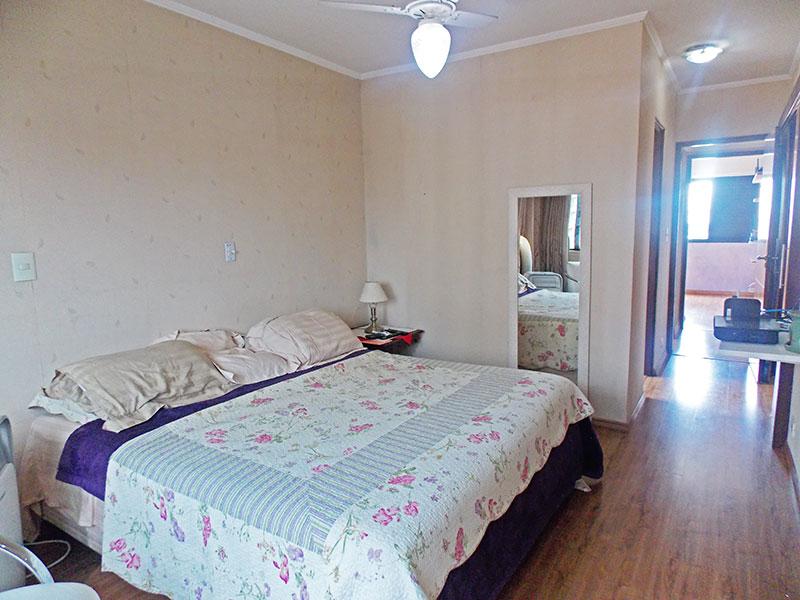 Jabaquara, Apartamento Padrão-Suíte com piso de laminado, teto com moldura de gesso e closet.
