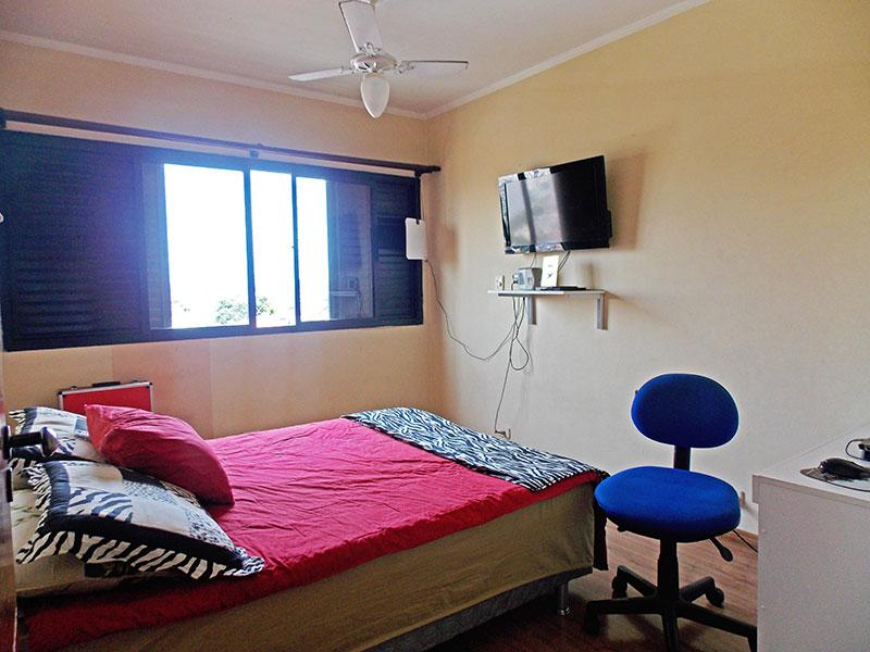 Jabaquara, Apartamento Padrão-2º Quarto com piso de laminado e teto com moldura de gesso.