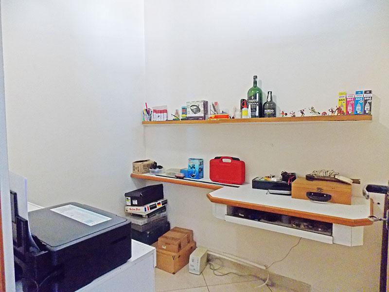 Jabaquara, Apartamento Padrão-Dependência de empregada com piso de porcelanato e teto com moldura de gesso.