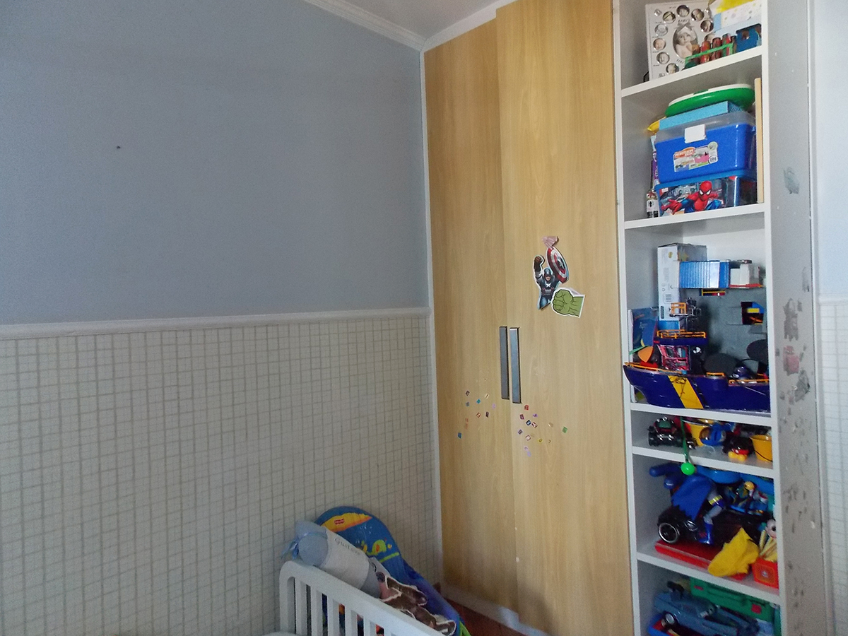 Sacomã, Apartamento Padrão-Segundo, terceiro e quarto dormitório com piso laminado, teto com moldura de gesso e armários planejados.