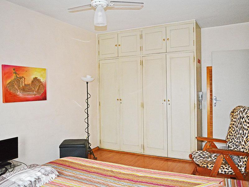 Ipiranga, Apartamento Padrão-1º Quarto com piso de laminado e armários planejados.