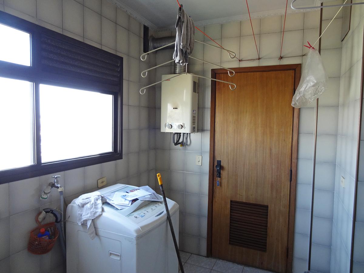 Ipiranga, Apartamento Padrão-Área de serviço com piso de cerâmica, aquecedor de passagem e saída independente.