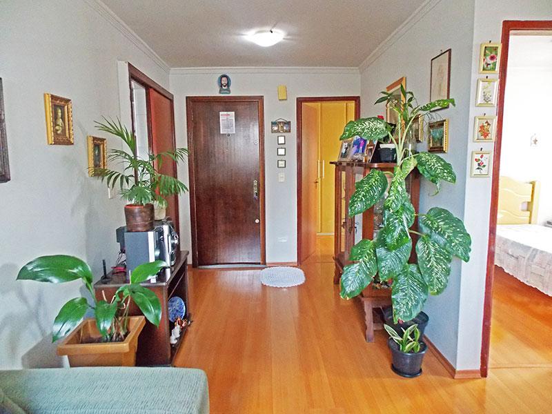 Jabaquara, Apartamento Padrão-Sala com piso laminado e teto com moldura de gesso.