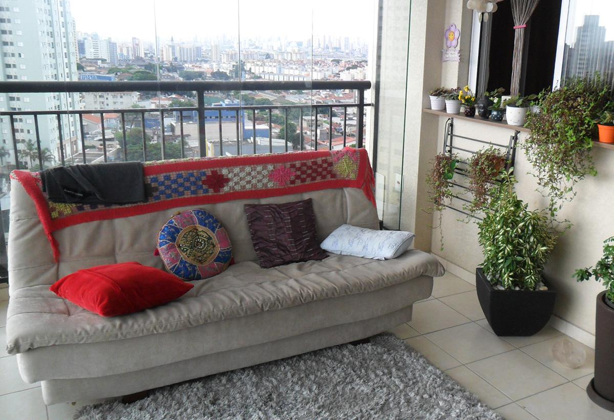 Sacomã, Apartamento Padrão-Varanda gourmet envidraçada com piso de cerâmica e pia de granito.