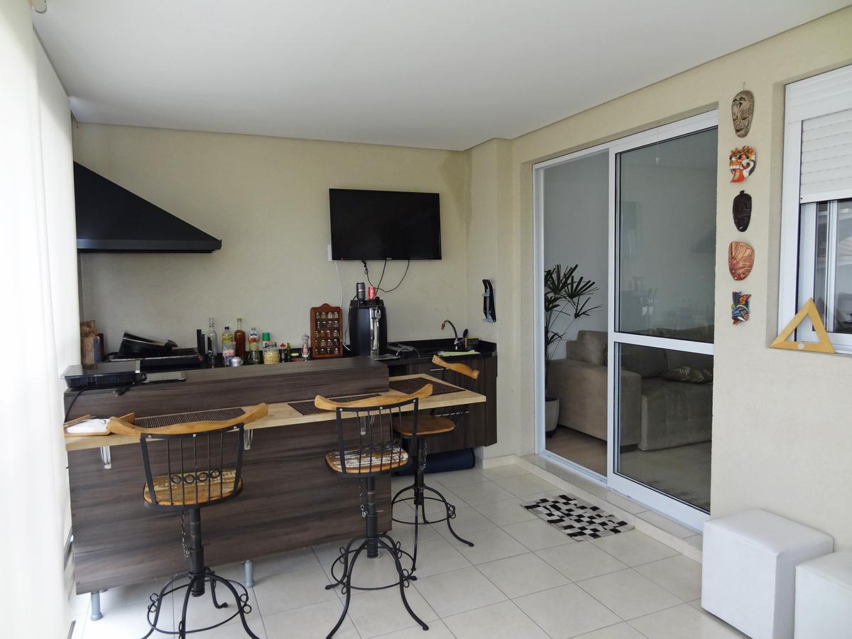 Sacomã, Apartamento Padrão-Varanda gourmet com piso de granito, cortina de vidro, pia e bancada de granito com gabinete.