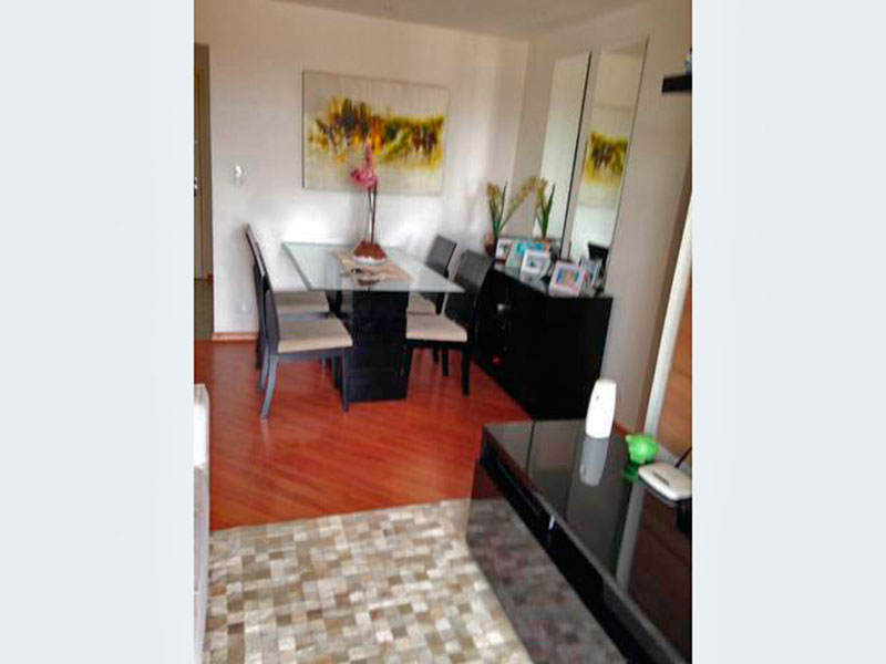 Jabaquara, Apartamento Padrão - Sala com piso laminado e acesso a varanda.