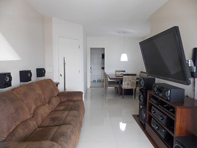 Jabaquara, Apartamento Padrão-Sala em L com dois ambientes, piso de porcelanato e acesso à varanda.