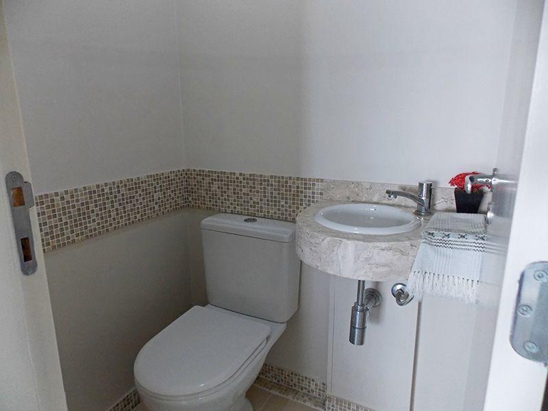 Jabaquara, Apartamento Padrão-Lavabo com piso de cerâmica e pia de mármore.