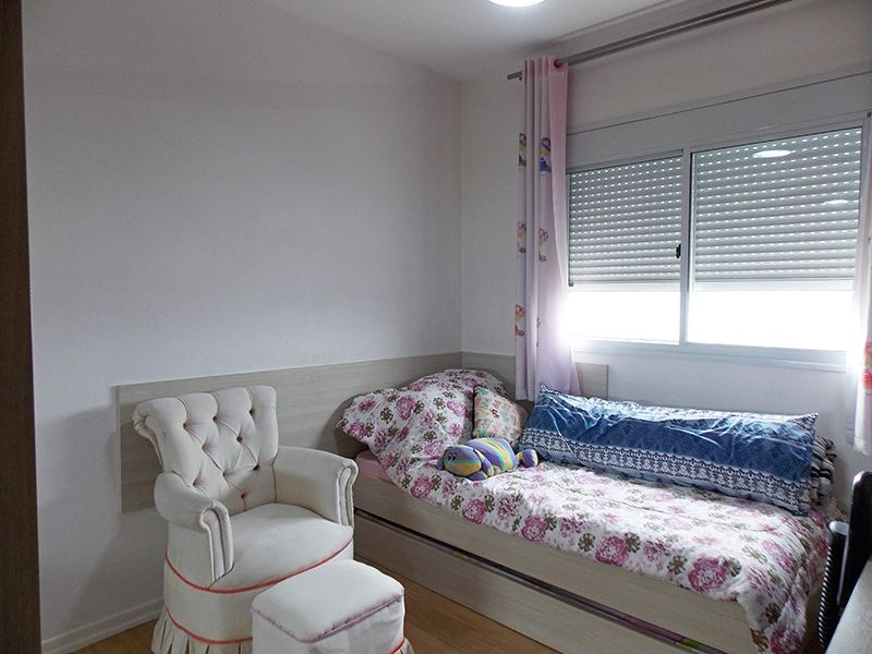 Jabaquara, Apartamento Padrão-Segundo dormitório com piso laminado e armários planejados.