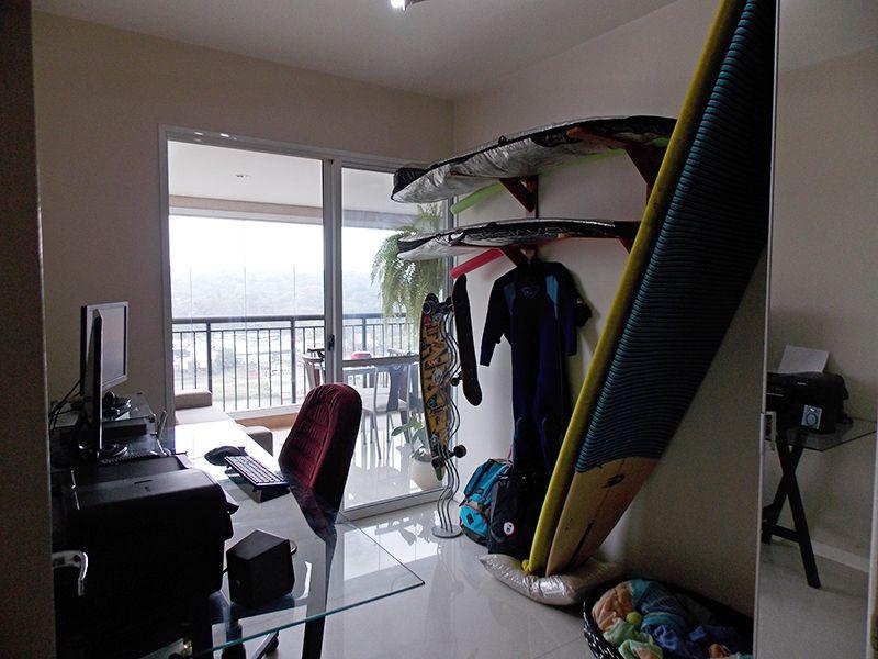 Jabaquara, Apartamento Padrão-Terceiro dormitório com piso de porcelanato, armário planejado e acesso à varanda gourmet.