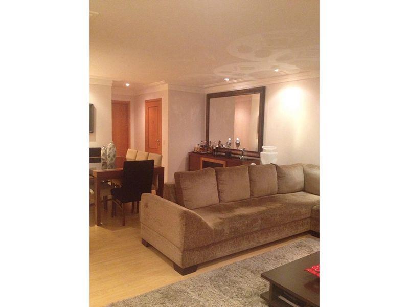 Ipiranga, Apartamento Padrão-Sala ampliada com dois ambientes, piso laminado, teto com moldura de gesso, iluminação embutida e acesso à varanda.