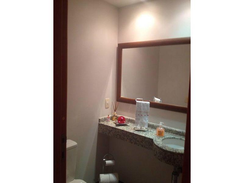 Ipiranga, Apartamento Padrão-Lavabo com pia de granito e iluminação embutida.