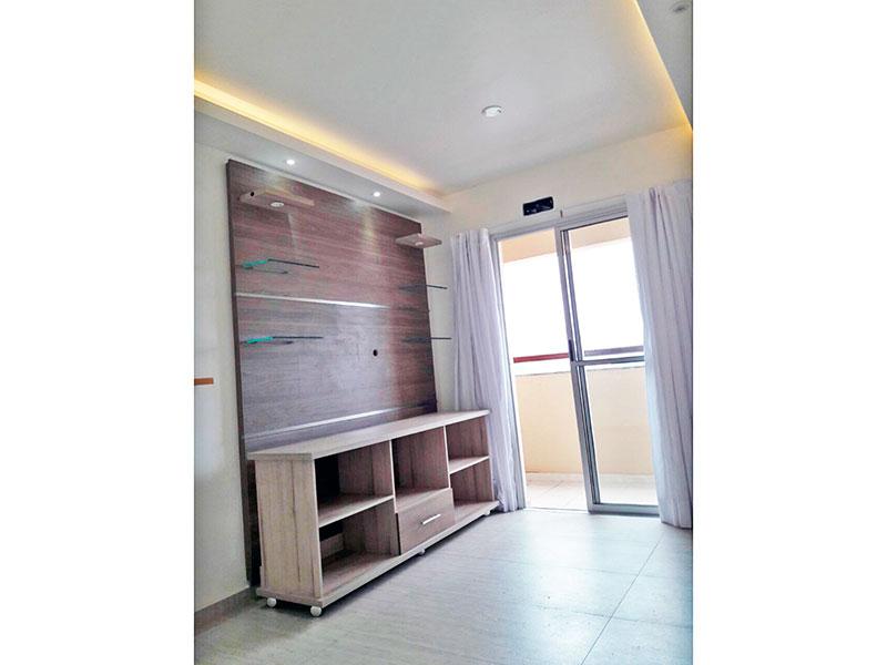 Sacomã, Apartamento Padrão-Sala com piso de cerâmica, teto com sanca de gesso, iluminação embutida, acesso a varanda e armários.