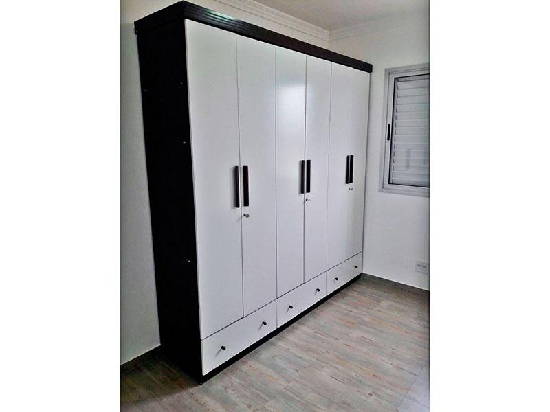 Sacomã, Apartamento Padrão-1º Quarto com piso de cerâmica, teto com moldura de gesso e armários.