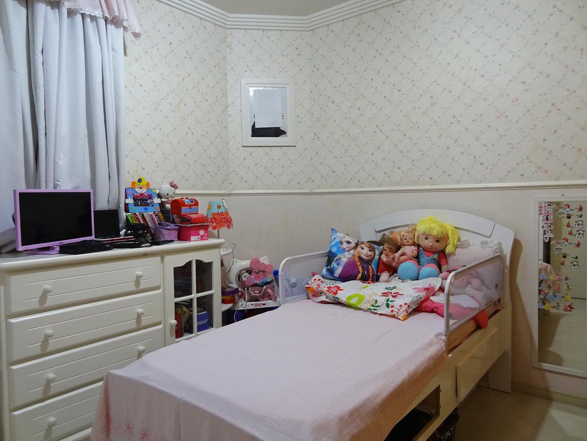 Sacomã, Apartamento Padrão-3º dormitório com piso laminado, teto com moldura de gesso e armários planejados.