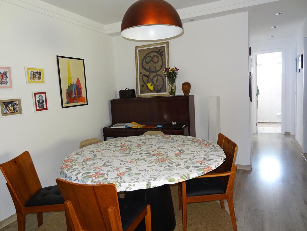 Ipiranga, Apartamento Padrão-Varanda com piso de cerâmica, cortina de vidro, tela de proteção e persiana.