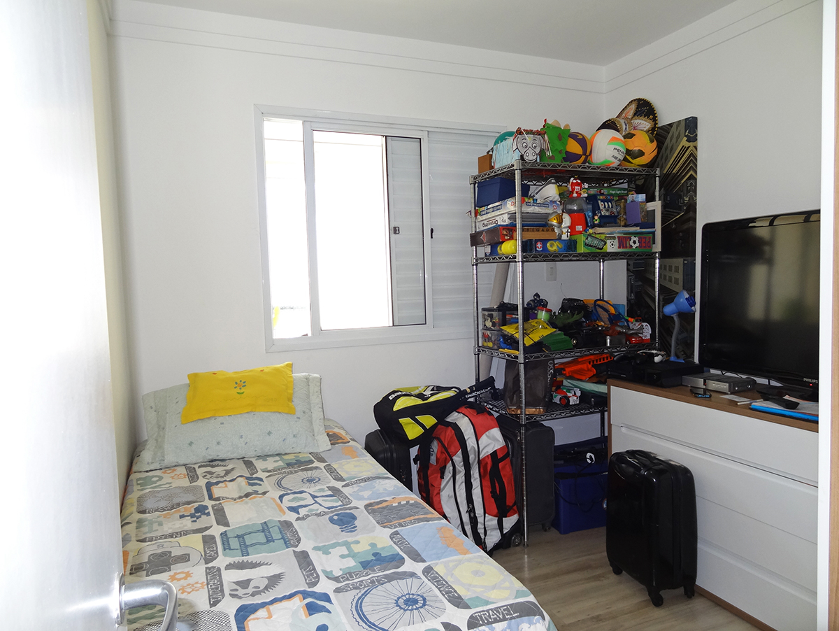 Ipiranga, Apartamento Padrão-Terceiro dormitório com piso laminado e teto com moldura de gesso.