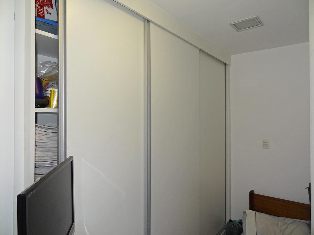 Ipiranga, Apartamento Padrão - Dependência de empregada com piso de cerâmica e armários planejados.