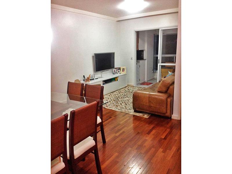 Ipiranga, Apartamento Padrão - Sala em L com piso de madeira, teto com sanca de gesso e acesso a varanda gourmet.