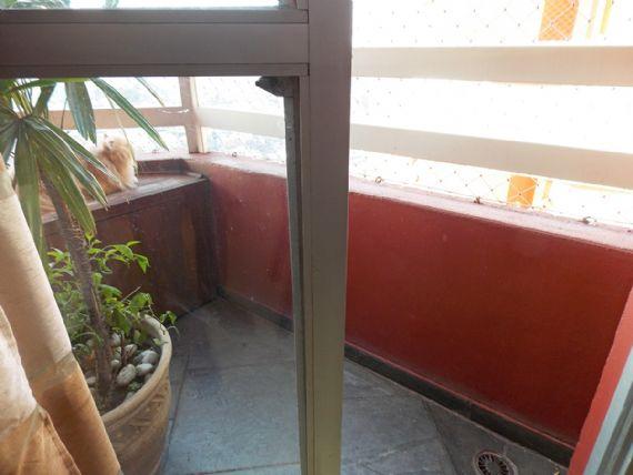 Jabaquara, Apartamento Padrão-Varanda com piso de ardósia e tela de proteção.