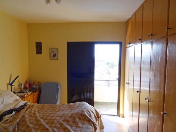 Ipiranga, Apartamento Padrão-Suíte com piso laminado, armários planejados e varanda.