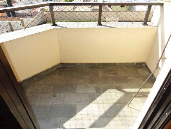 Ipiranga, Apartamento Padrão-Varanda da suíte com piso de ardósia e tela de proteção.