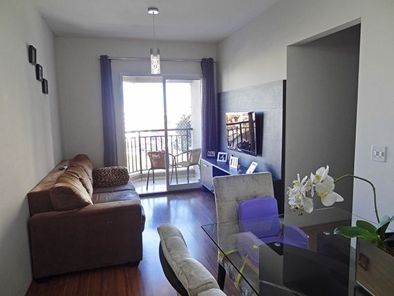 Jabaquara, Apartamento Padrão-Sala retangular com dois ambientes, piso laminado e acesso à varanda.