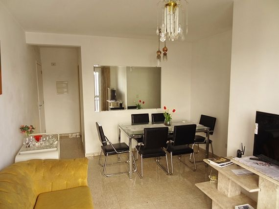 Sacomã, Apartamento Padrão-Sala em L com dois ambientes, piso de porcelanato e acesso à varanda.
