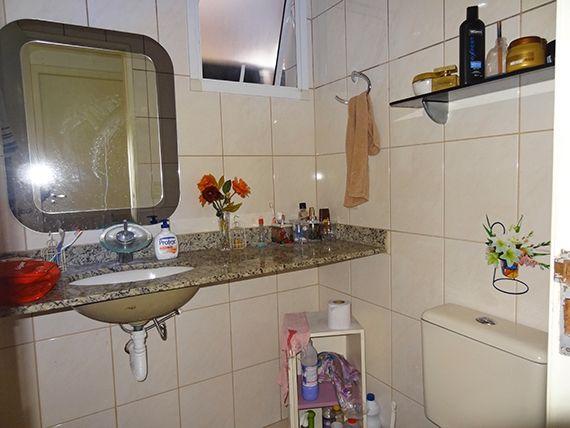 Sacomã, Apartamento Padrão-Banheiro social com box de vidro e pia de granito.