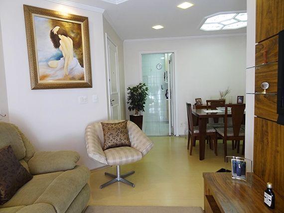 Ipiranga, Apartamento Padrão-Sala em L com dois ambientes, piso laminado, teto com sanca de gesso, iluminação embutida e acesso à varanda.