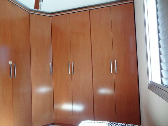 Ipiranga, Apartamento Padrão-Segundo e terceiro dormitório com piso laminado, armários planejados e teto com moldura de gesso.
