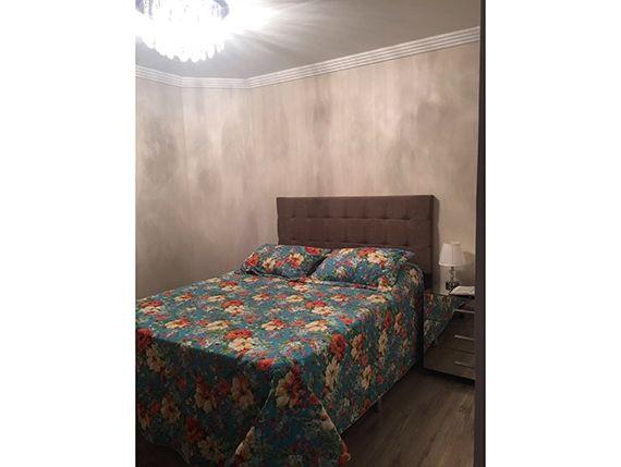 Sacomã, Apartamento Padrão-Suíte com piso laminado, teto com moldura de gesso, cortineiro e papel de parede.
