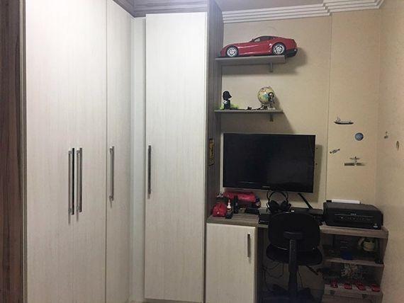 Sacomã, Apartamento Padrão-Segundo e terceiro dormitório com piso laminado, teto com moldura de gesso, cortineiro e armários planejados.