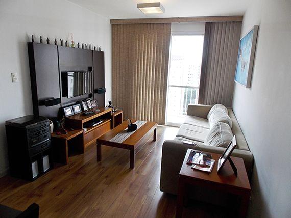 Jabaquara, Apartamento Padrão - Sala retangular com dois ambientes, piso laminado e acesso à sacada.