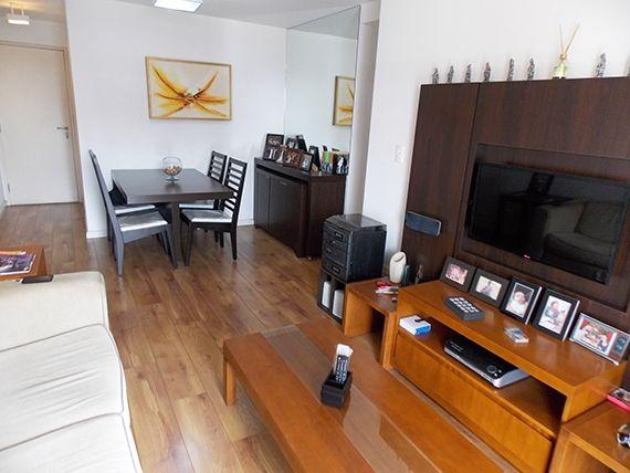 Jabaquara, Apartamento Padrão-Sala retangular com dois ambientes, piso laminado e acesso à sacada.