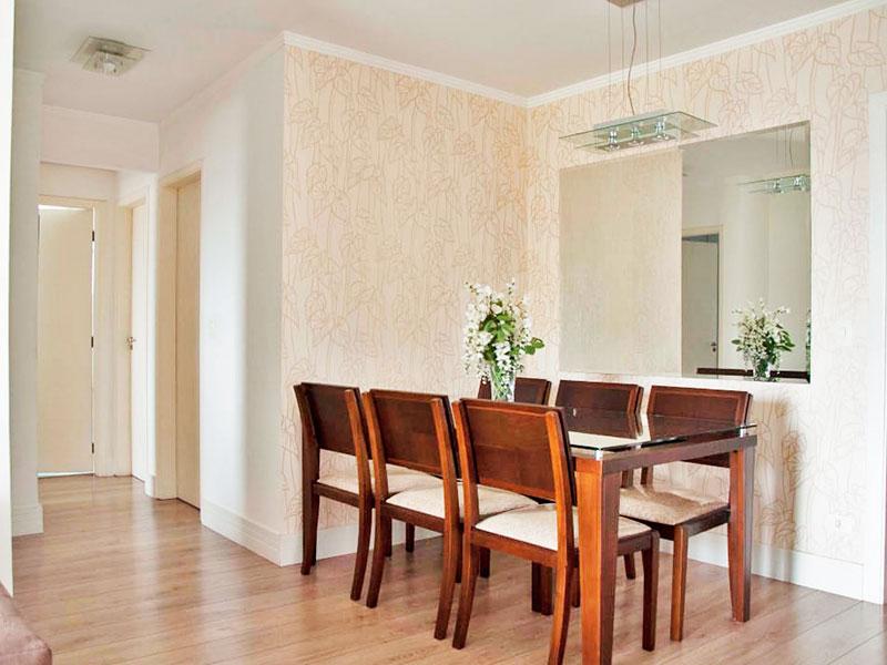 Sacomã, Apartamento Padrão-Sala com piso de carpete de madeira, teto com moldura de gesso e acesso a varanda.