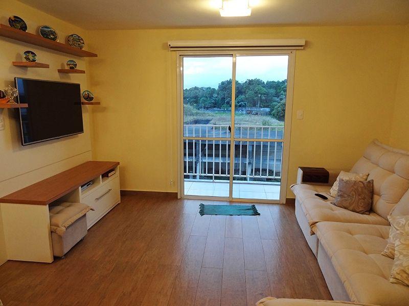Sacomã, Apartamento Padrão-Sala com dois ambientes, piso de porcelanato e acesso à varanda.