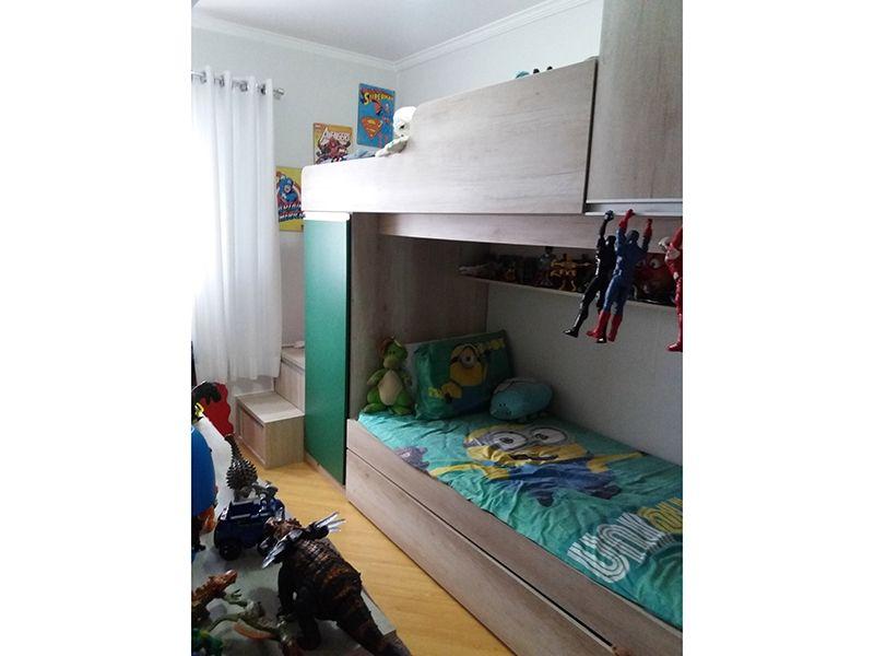 Jabaquara, Casa Térrea-Suíte com piso laminado e teto com moldura de gesso.