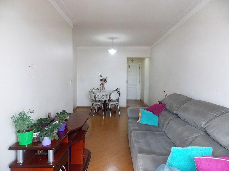 Ipiranga, Apartamento Padrão-Sala em L com dois ambientes, piso laminado, teto com moldura de gesso e acesso à sacada.