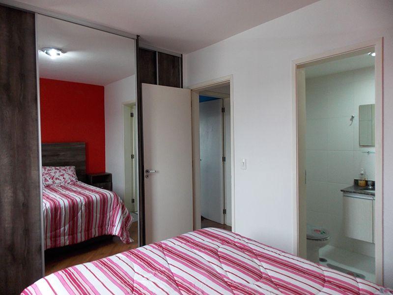 Sacomã, Apartamento Padrão-Suíte com piso laminado e armários planejados.