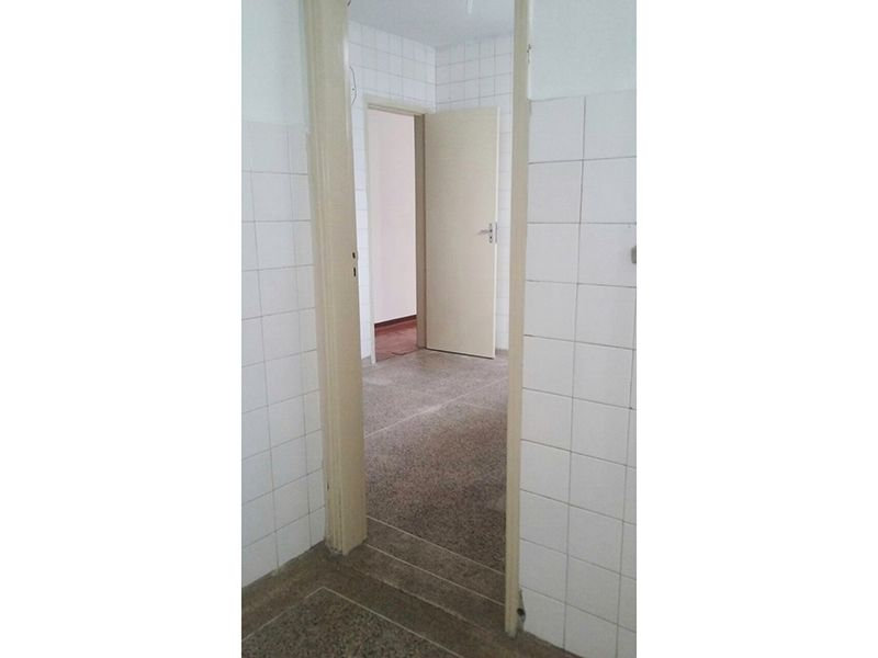 Ipiranga, Apartamento Padrão-Cozinha com piso de cerâmica e pia de granito com gabinete.