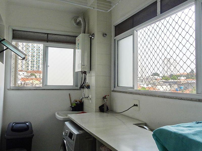 Ipiranga, Apartamento Padrão-Área de serviço com piso de cerâmica, janelas com tela de proteção e aquecedor de passagem.