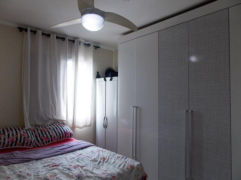 Sacomã, Apartamento Padrão-Dormitórios com piso de cerâmica e teto com moldura de gesso.