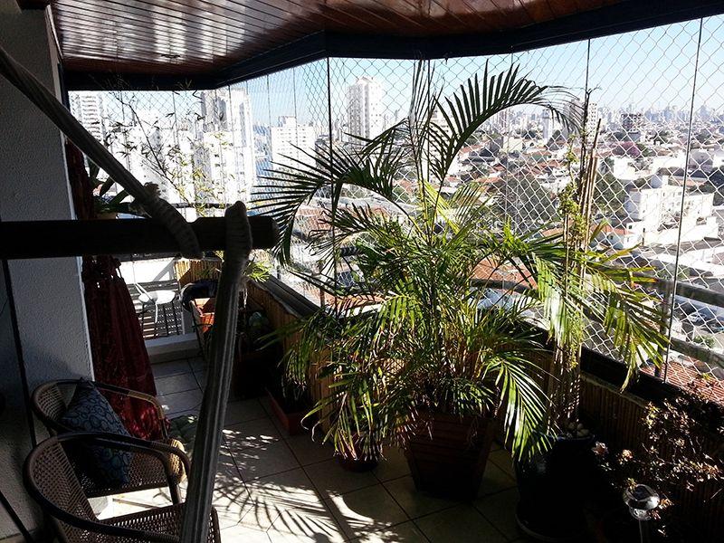 Ipiranga, Apartamento Padrão-Varanda com piso de cerâmica, cortina de vidro e tela de proteção.