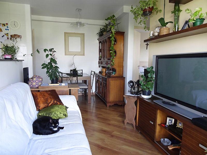 Sacomã, Apartamento Padrão-Sala retangular com dois ambientes, piso de madeira e acesso à sacada.