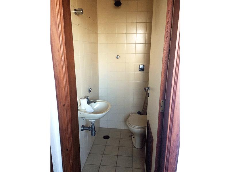 Ipiranga, Apartamento Padrão-Banheiro de serviço com piso de cerâmica.