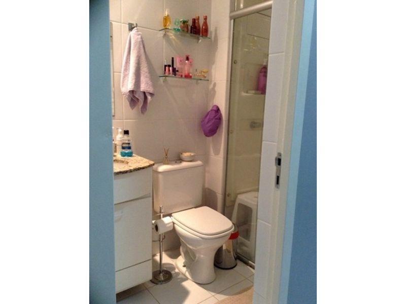 Sacomã, Apartamento Padrão-Banheiro social com piso de cerâmica, box de vidro e pia de granito com gabinete