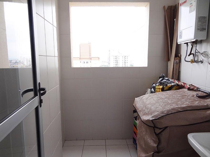 Sacomã, Apartamento Padrão-Área de serviço com piso de cerâmica e aquecedor de passagem.